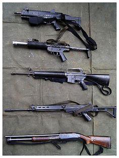 Polícia Militar Estado de São Paulo. Algumas das armas à disposição das equipes do GATE. De baixo para cima uma Benelli CAL .12, fuzil FAL, fuzil COLT M16, submetralhadora HkMP5-SD6 e a submetralhadora Taurus SMT40.  http://tudoporsaopaulo1932.blogspot.com.br/2013/03/grupo-de-acoes-taticas-especiais-gate.html
