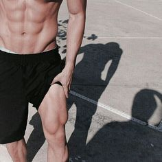 Work for it That's the hardest thing cause it hurts like hell so shout out to all the people who work for it ! You deserve a praise . Hopefully track will give me legs like that ! Bad Boy Aesthetic, Wattpad, Hommes Sexy, Tumblr Boys, Male Body, Hot Boys, Handsome Boys, Fett, Pretty Boys