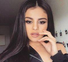 Twitter Selena Gomez Fashion, Selena Gomez Fotos, Selena Gomez Cute, Selena Gomez Style, Marie Gomez, Everyday Makeup, Her Smile, Celebs, Celebrities
