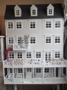 This is my homemade dollhouse. http://annejsminiatyrer.blogspot.se/