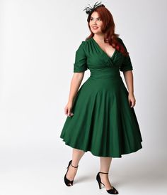 Let Delores get domestic with you, darling. A bewitching emerald green plus size dress rich in 1950s vintage appeal fresh from Unique Vintage, Delores is unparalleled! Boasting a gathered surplice v-neckline, trim and tailored half sleeves with darling bu