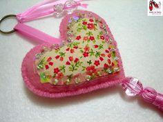 Chaveiro: Coração rosa com flores por Sonho de Feltro, via Flickr