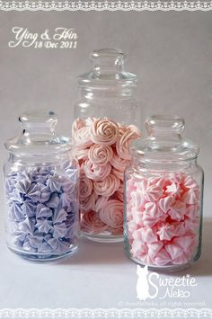 Could totally do this in the colour theme instead of lollies? Or in addition to? Cakepops, Bolos Naked Cake, Meringue Pavlova, Bar A Bonbon, Meringue Cookies, Merguine Cookies, Cupcakes, Chocolate Filling, Cookie Designs