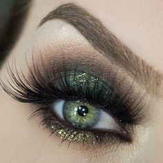 #onfleek #beautyblogger #makeuplover #cosmetics http://raquelbarone.tumblr.com/post/154210822560/light-green-cosmetic-glitter-for-makeup-eye