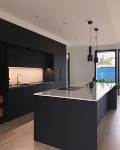 42 inspiring modern luxury kitchen design ideas 6 - Kitchen Ideas - Home Elegant Kitchens, Black Kitchens, Luxury Kitchens, Luxury Kitchen Design, Modern Interior Design, Interior Design Kitchen, Küchen Design, House Design, Design Ideas
