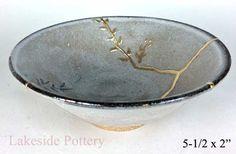 Kintsugi Pottery For Sale Ceramic Bowls, Ceramic Pottery, Ceramic Art, Japanese Ceramics, Japanese Pottery, Traditional Japanese Art, Pottery Gifts, Writing Art, Gold Line