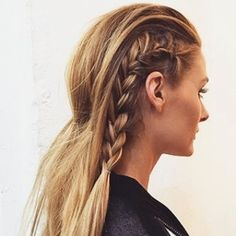 Summer Hairstyles : The side braid is the tour de force of braids. Its elevated but with a hint o Trendy Hairstyles, Braided Hairstyles, Summer Hairstyles, Braid Styles, Short Hair Styles, Blond, Beautiful Long Hair, Hair Dos, Her Hair