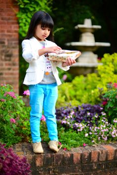 What an adorable outfit! Owl shirt with skinny jeans & white jacket // Toddler fashion Blogger Serena Zuneraserena