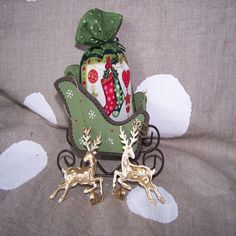 Vianočné ozdoby zlaté, vianočné ozdoby kovové, jelenčeky