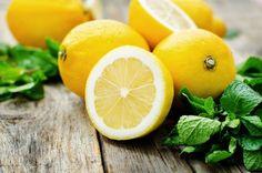 Quick-Tipp 2: Verpass dir morgens einen Powerkick mit warmen Zitronenwasser - Frisches Früchtchen