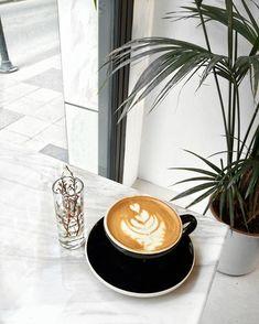 """416 Beğenme, 16 Yorum - Instagram'da E L İ F (@elifornekk): """"Günaydın efenimm, sabah kahveniz eksik olmasın #gununkahvesi"""""""