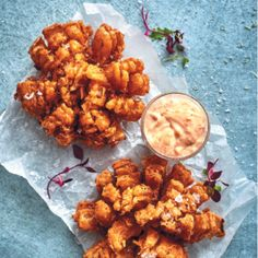 Onion blooms are a beautiful twist on onion rings and a delicious starter or side with steak. Steak Sides, Vegetarian Cooking, Onion Rings, Tandoori Chicken, Vegetable Recipes, Food To Make, Side Dishes, Bloom, Yummy Food