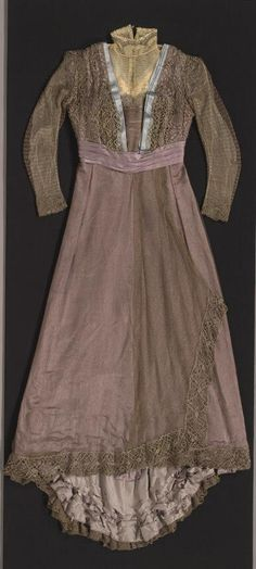 Late Afternoon Dress | House of Worth | Paris | 1905 | silk satin, gilded net, bobbin lace | Royal Ontario Museum House Of Worth, Tea Gown, Royal Ontario Museum, House Dress, Parisian Style, Silk Satin, Dressmaking, White Dress, Gowns