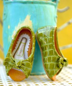 I love these!  Not that babies ever keep their shoes on.  :)