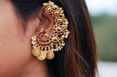 15 Jewellery You Would Love To Wear With Traditional Outfits! 15 Jewellery You Would Love To Wear With Traditional Outfits! Indian Jewelry Earrings, Indian Jewelry Sets, Jewelry Design Earrings, Gold Earrings Designs, Gold Jewellery Design, Ear Jewelry, Antique Earrings, Gold Jewelry, Jewellery Sale