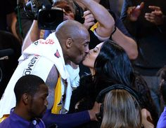 Kobe Bryant of the Los Angeles Lakers kisses his wife Vanessa Bryant after retiring from basketball scoring 60 points against the Utah Jazz at Staples Center on April 2016 in Los Angeles, California. Kobe Bryant And Wife, Kobe Bryant Daughters, Kobe Bryant Family, Kobe Bryant 24, Kevin Garnett, Kevin Durant, Vanessa Bryant, Lamar Odom, Shaquille O'neal