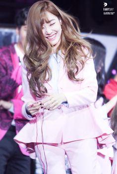 Snsd Girls' Generation Tiffany Girls' Generation Tiffany, Generation Photo, Girls Generation, Taeyeon Jessica, Kim Hyoyeon, Snsd Tiffany, Tiffany Hwang, Kpop Girl Groups, Kpop Girls