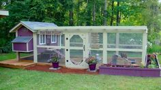 How To Make A Chicken Coop With Pallets << (details) . The garden-roof coop << (details) . The Chicken Coop << (details) Chicken Coop Designs, Chicken Coop Kit, Cute Chicken Coops, Chicken Pen, Chicken Coup, Building A Chicken Coop, Chicken Ideas, Chicken Swing, Small Chicken