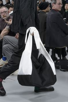 Issey Miyake Fall 2018 Men's Fashion Show Details Issey Miyake Fall 2018 Men's Fashion Show Details - The Impression Mens Fashion 2018, Men Fashion Show, Fashion Bags, Men's Fashion, Fashion Details, Fashion Women, Black And White Bags, Large Leather Tote Bag, Fashionable Snow Boots