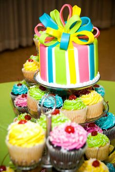 Happy cake with fondant bow Cake Icing, Fondant Cakes, Eat Cake, Cupcake Cakes, Fondant Bow, Bow Cakes, Mini Cakes, Baking Cupcakes, Yummy Cupcakes