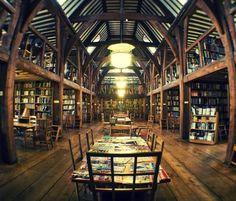 The Bedales Memorial Library, Steep UK. http://www.sulromanzo.it/blog/le-piu-belle-librerie-e-biblioteche-del-mondo-66