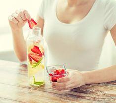 Wasserkefir-Ansätze mit frischen Früchten und mehr. Auf unserer Seite findet Ihr viele Wasserkefir-Rezepte zum Nachmachen. www.wellness-drinks.de