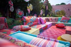 Dekorasyon Bohemian Patio, Bohemian House, Bohemian Decor, Funky Living Rooms, Outside Room, Backyard Gazebo, Deco Originale, House Restaurant, Moroccan Decor