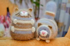 Таких толстых котиков вяжу уже 2 раз , но поскольку пряжа немного другая , коты получились более колоритными. Первое время Даша пыталась их...