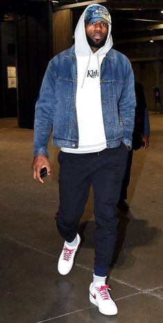 What They're Rocking // LeBron James Dope Outfits For Guys, Stylish Mens Outfits, Mode Streetwear, Streetwear Fashion, Nba Fashion, Fashion 2020, Sneakers Fashion, Mens Fashion, Fashion Outfits