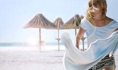 kasia-domanska5 Artista polaca Kasia Domanska pinturas de playas soleadas, cielo azul brillante, sombrillas de playa, olas suaves y hermosas mujeres en bikinis-cálidos tonos y los niños jugando en la arena presenta una hermosa imagen de despreocupado, perezoso e interminable verano.