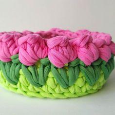 """Crochet Toys & Baskets na Instagrame: """"Весна уже близко...🌷🌷🌷🌷🌷Вязаная корзинка """"Тюльпанчики"""", высота 5см, диаметр 10см. #вязание #вязанаякорзинка #хендмейд #украинскийхендмейд…"""""""