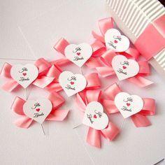 svatební vývazky inspirace - Hledat Googlem Flower Girl Basket, Corsage, Wedding Accessories, Gift Wrapping, Cake, Party, Crafts, Diy, Weddings