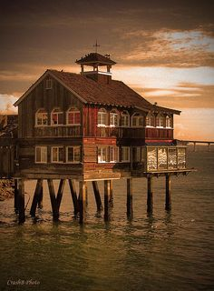 Cool House On The Water #houses, #architecture, #design, https://facebook.com/apps/application.php?id=106186096099420