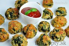 Zdravé špenátové guličky, ktoré môžete podávať ako hlavné jedlo so šalátom, ryžou, či len tak samostatne, alebo ako prílohu k mäsu. V prípade, že sa rozhodnete dať si tieto guličky samostatne napríklad na večeru, odporúčam ich podávať s tzatziki alebo paradajkovou omáčkou. Mňam! Originál recept: https://www.fitrecepty.sk/recept/spenatove-gulicky/