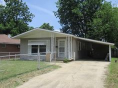 Three bedrooms, one bath, living room, kitchen with eat in area and laundry area. One car carport attached and a chain link fence, vinyl siding, shingle roof with 1056 square feet of living space and built 1950. Great home to down size with or a starter home or investment property in Malden MO