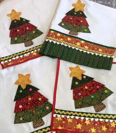 Christmas Towels, Mini Christmas Tree, Christmas Makes, Diy Christmas Gifts, Christmas Projects, Handmade Christmas, Holiday Crafts, Christmas Quilt Patterns, Christmas Applique