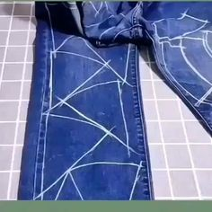 Sewing Hacks, Sewing Projects, Recycle Jeans, Clothing Hacks, Diy Home Crafts, Sewing Clothes, Diy Clothes, Quilts, How To Make