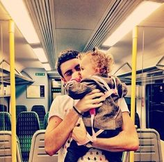 Me and Baby Glitter - Alfie Deyes with Darcy (his little pet gremlin :)) aw CUTE! British Youtubers, Best Youtubers, Pointless Blog, Cutest Picture Ever, Baby Glitter, Marcus Butler, Making Youtube Videos, Tom Parker, Joe Sugg