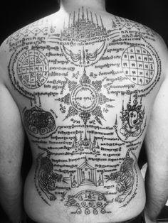 Tatouage bouddhiste sak yant sak yan tatouage tattoo - Tatouage de protection contre le mal ...