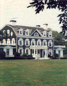 Mmmm the Hamptons :) {Claverack, Southampton, NY} Southampton, House Goals, Old Houses, Curb Appeal, My Dream Home, The Hamptons, Hamptons House, Exterior Design, Future House