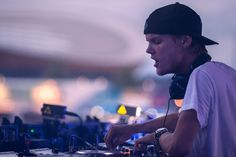 HD-Avicii-Wallpapers.jpg (1368×912)