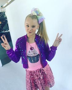Today is Instagram kindness day # it's so easy to be kind anddddd what's better than having tons of friends and being kind ... NOTHING! Love you guys ! #peaceouthaterz # today and EVERYDAY