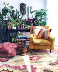 boho living room with plants Bohemian Interior, Home Interior, Bohemian Decor, Interior Design, Boho Style Decor, Interior Livingroom, Boho Diy, Boho Living Room, Living Room Decor
