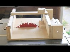 How To Make a Cross Cut Sled for a Table Saw - YouTube