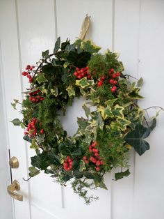 Syyskranssi, wreath, decorating, outside, ulos, askartelua