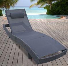 Am Pool oder im Garten relaxen. Stylische Sonnliege aus Polyrattan von Jago24.   sunlounger in grey