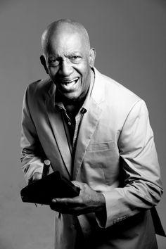 Roberto Roena, es un bongosero y bailarín de salsa y director de orquestas. Nacido el 16 de enero de 1940, en el barrio Dulces Labios de Mayagüez. Salsa Musica, Puerto Rican Music, All Star, Puerto Rico History, Afro Cuban, Famous Men, Famous People, Latin Music, Puerto Ricans