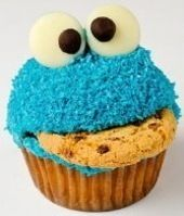 Cookie monster cupcakes with chocolate chip cookies and frosting. Cute dessert for kids' birthday parties! Cookie Monster Cupcakes, Cupcake Cookies, Elmo Cupcakes, Monster Cakes, Cupcake Song, Cupcake Cupcake, Cupcake Recipes, Party Cupcakes, Blue Cookies