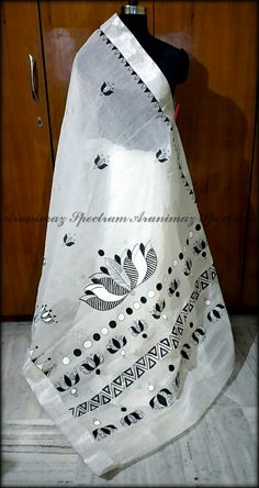 Embroidery Suits Design, Machine Embroidery Patterns, Embroidery Designs, Saree Painting Designs, Fabric Paint Designs, Cutwork Saree, Embroidery Saree, Hand Painted Sarees, Hand Painted Fabric