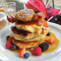 """""""@toastiezzz is tempting us with these """"Fluffy Buttermilk pancakes - @sundaybarnsbury  With berries, honeycomb butter, bacon and maple syrup  One of the…"""""""
